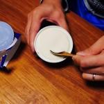 なぜ今まで使わなかったんだーっ!レンジの便利ワザでカチカチのアイスを食べやすく