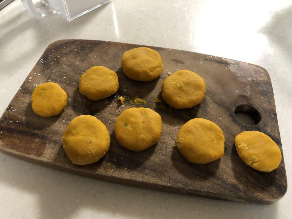 の 作り方 団子 かぼちゃ モチモチ&ツルンでおいしい「かぼちゃ団子」の作り方!基本の食べ方や冷凍保存についても